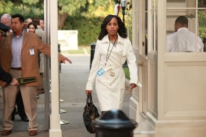 Olivia-Pope-tory-burch-trench-coat